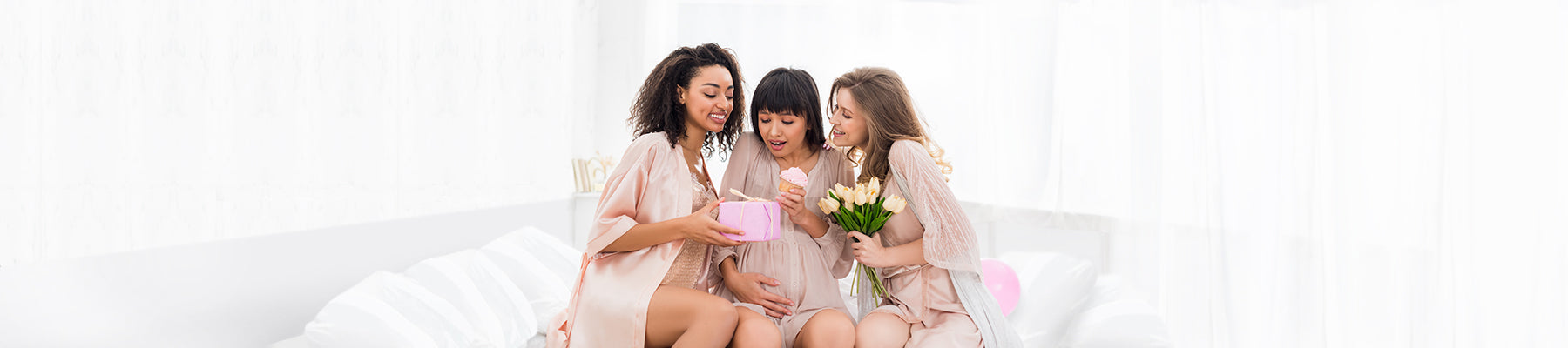 gifts-gifts-cards-baby-shower-pregnant-woman