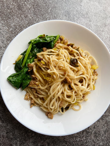 xoxo dry noodles with pork and pickled mustard