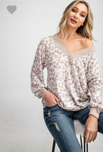 Load image into Gallery viewer, Leopard Print V-Neck Knitted Top