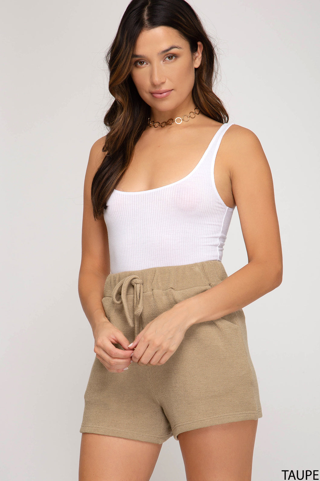 SOLID HIGH-WAIST KNITTED SHORTS WITH POCKETS