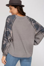 Load image into Gallery viewer, COLOR BLOCK LONG-SLEEVE KNITTED TOP
