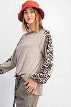 Load image into Gallery viewer, LEOPARD PRINT LONG-SLEEVE KNITTED TOP