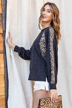 Load image into Gallery viewer, LEOPARD PRINT LONG-SLEEVE TOP