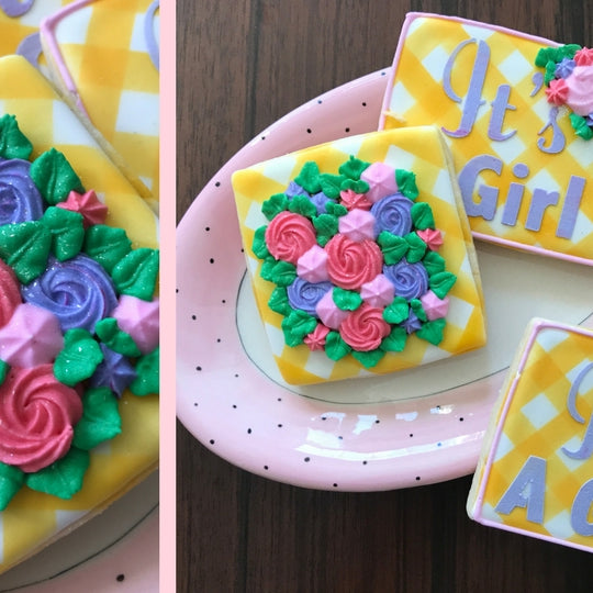 Piping easy flowers for the perfect Spring cookies!
