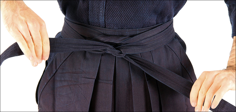 image of obi being tied around the Hakama