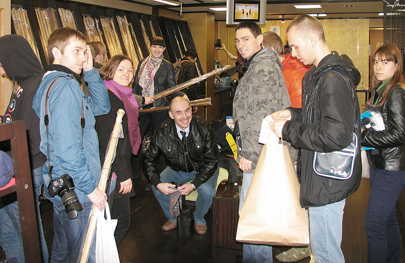 Tozando customers from Russia, enjoying shopping at Kyoto store
