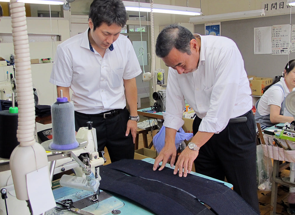 Tozando CEO, Kimura Takahiko and All Japan Kendo champion, Kiwada Daiki discussing about new materials for Kendo Bogu