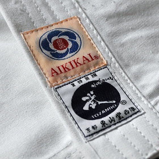 Close-up of the aikikai tag and tozando label.