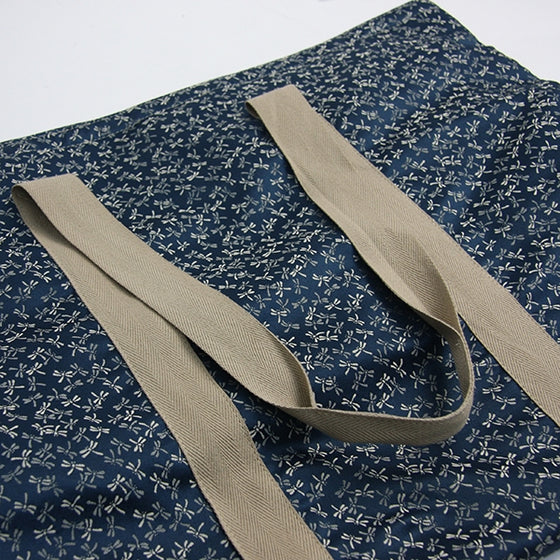 View of the straps on the bogu bag.