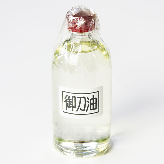 Full view of the 100cc bottle of choji oil.