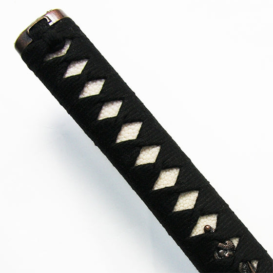 Full view of the tsuka, wrapped in black cotton.