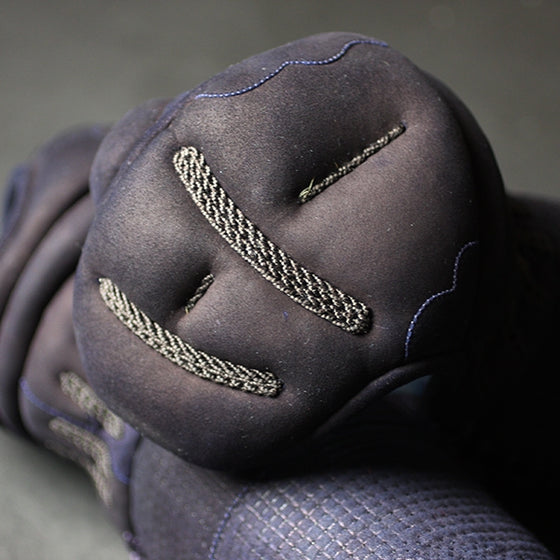 Close-up of the koto konkawa deerskin kote atama.