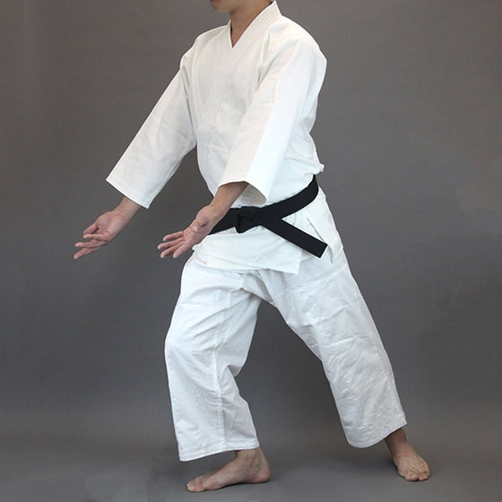 The yomogi seen worn and in kamae.