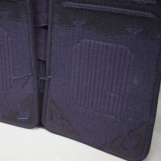 Full view of the gakuzashi stitching on the odare.
