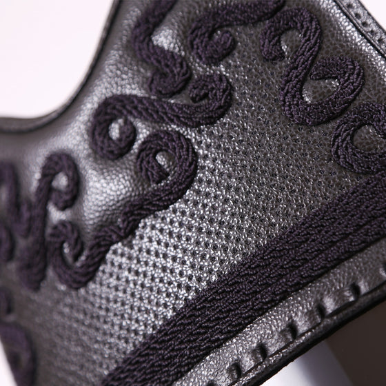 Close-up of the deluxe kurozan leather do mune.