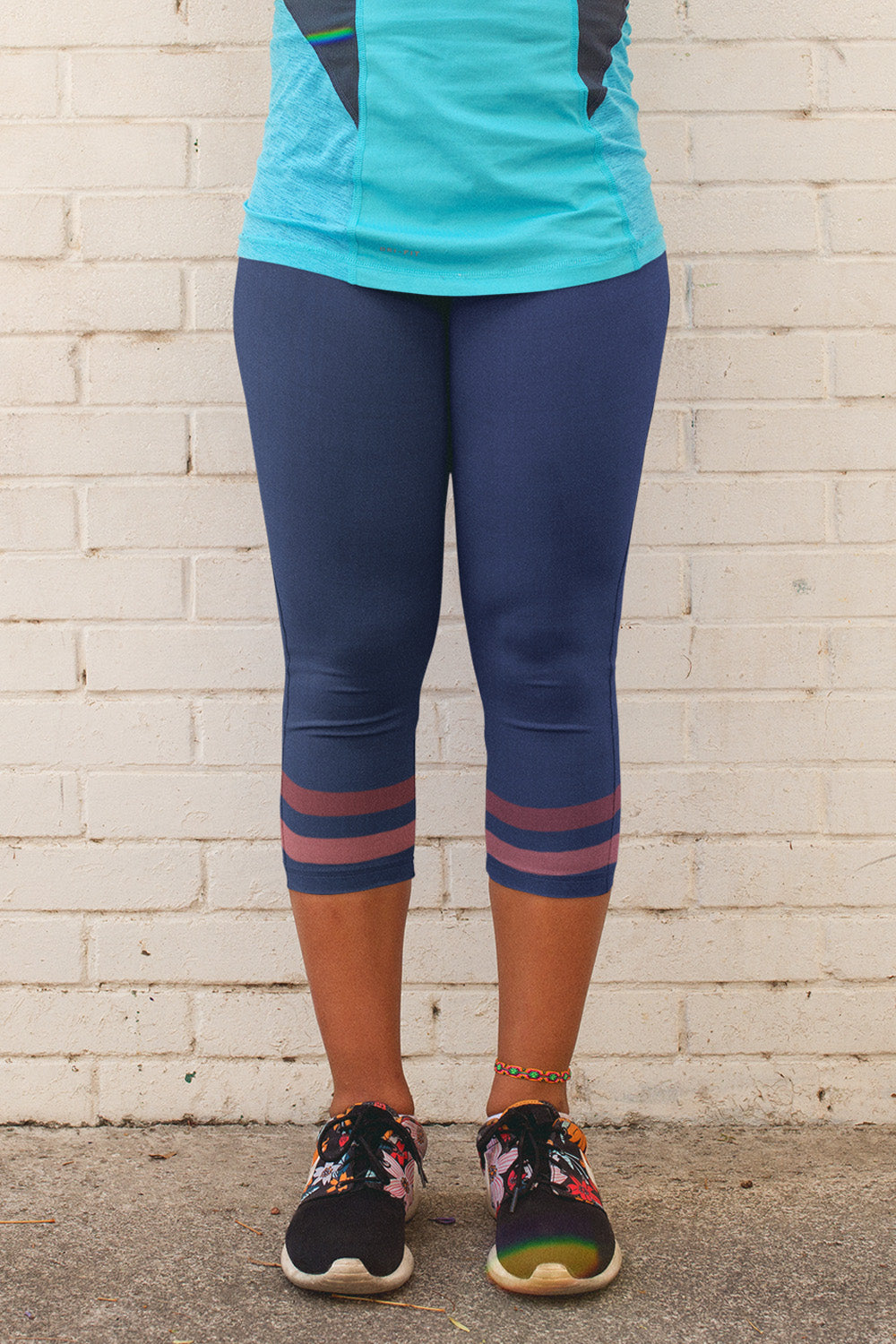 dark-blue-pink-sporty-stripes-elegant-women-yoga-capri-leggings