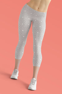clarity-geometric-white-grey-elegant-chic-urban-capri-leggings