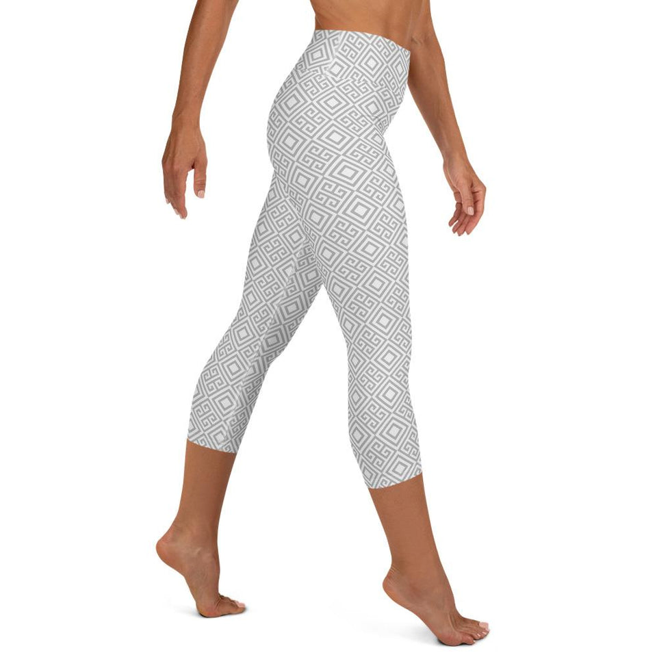 geometric-white-grey-elegant-chic-yoga-capri-leggings