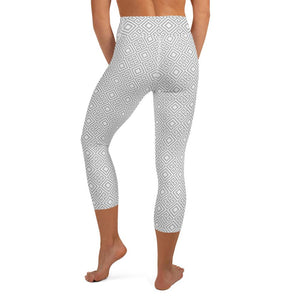 geometric-white-grey-elegant-chic-yoga-capri-leggings-women