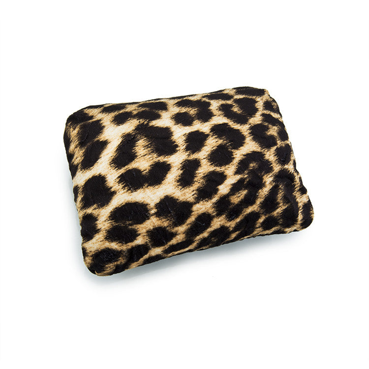 Leo by Heys - 2-in-1 Travel Pillow - Leopard