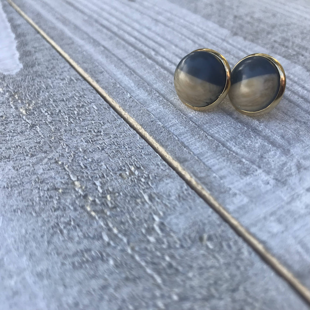 Wood/Resin Stud Earrings Gray