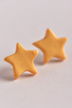 POPPY DOT: GOLD STAR STUDS