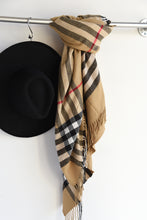 YOUR CLASSIC SCARF