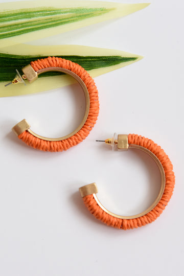 STRAW WRAPPED HOOP EARRING -ORANGE