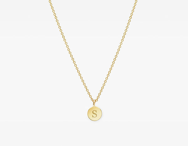 Little necklace with engraved initial