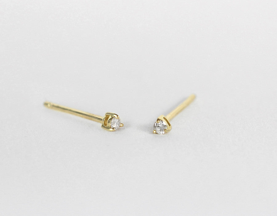 dainty diamond stud earrings