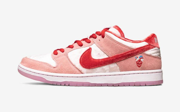 NIKE SB DUNK LOW - A STRANGE LOVE