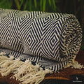 blanket-thread-boho-style-indian-handwoven-manta-indiana-decorativa-franjas-estampa-geometrica-losango-preto-branco