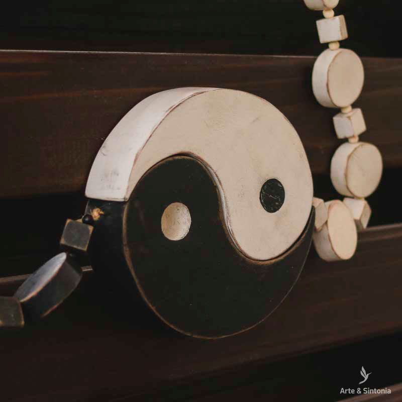 decorative-necklace-wall-hanging-colar-decorativo-contas-madeira-yin-yang-curral-cor-arte-zen-artesanato-mineiro