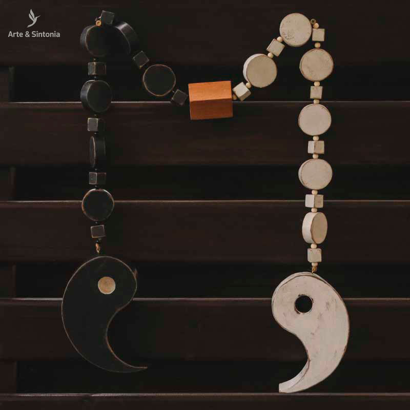 decorative-necklace-wall-hanging-colar-decorativo-madeira-yin-yang-curral-cor-arte-zen-decoracao-parede-artesanato-mineiro
