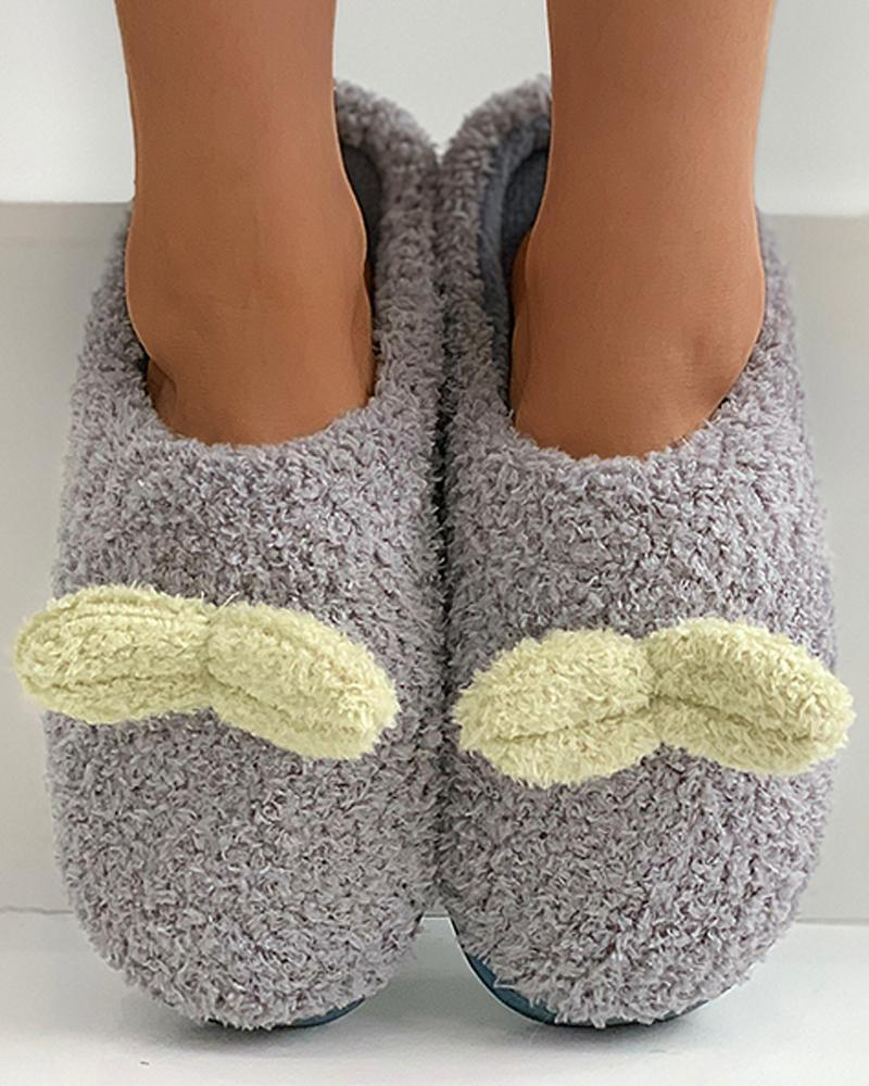 3D Leaf Pattern Fluffy Slippers