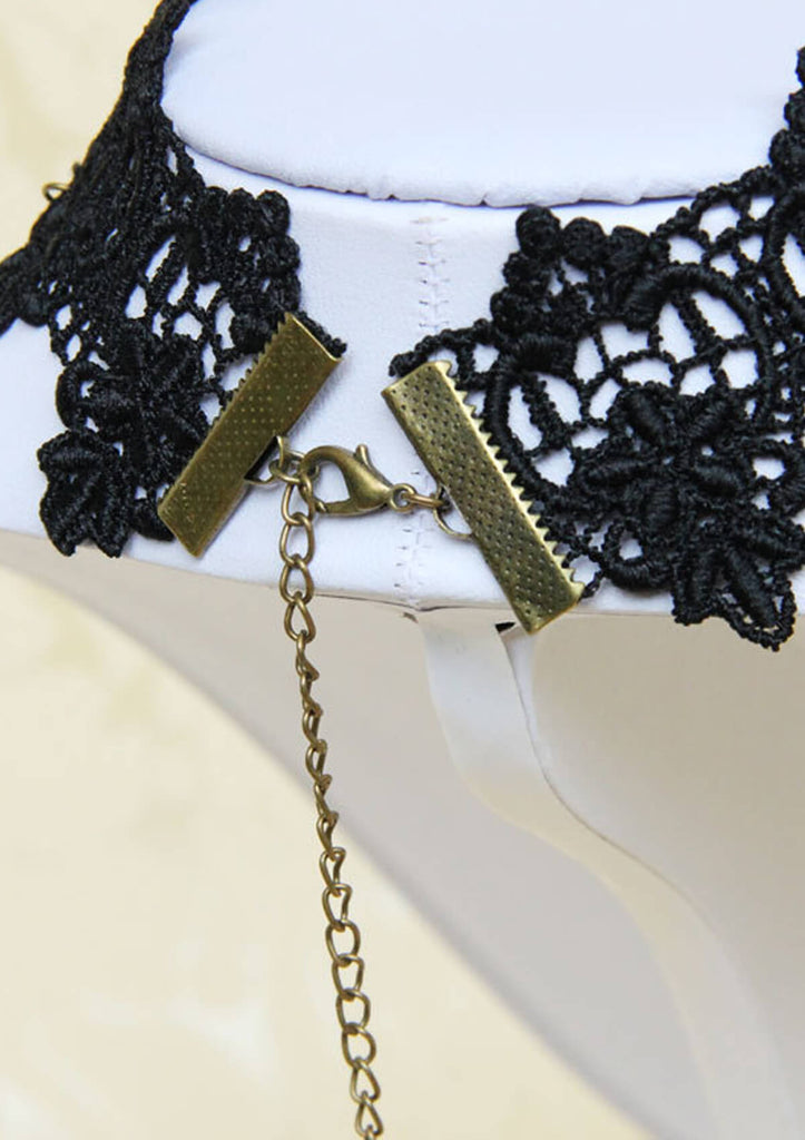 Lace Short Clavicle Necklace