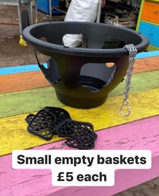 Small black hanging basket (empty)