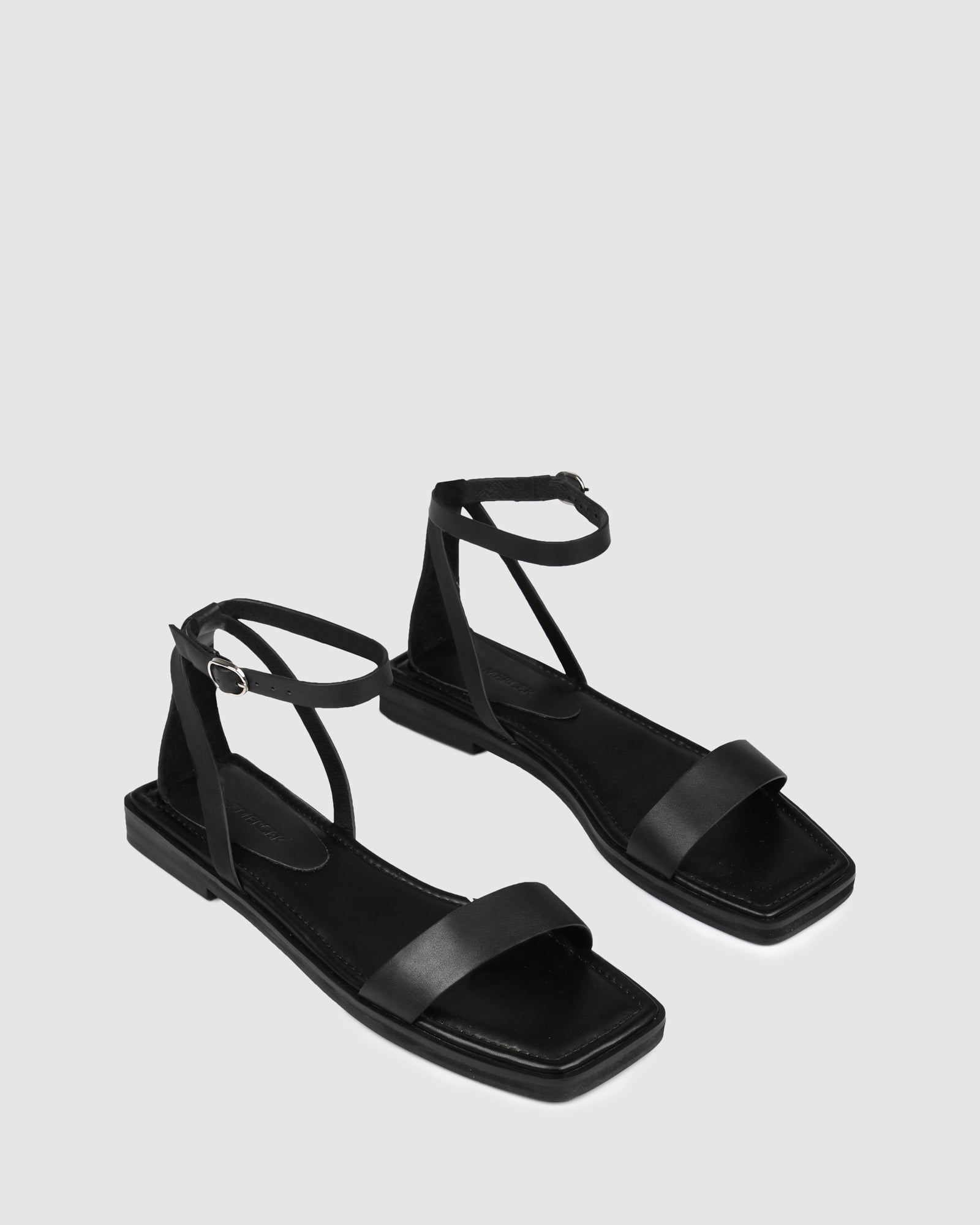 IDOL FLAT SANDALS BLACK LEATHER