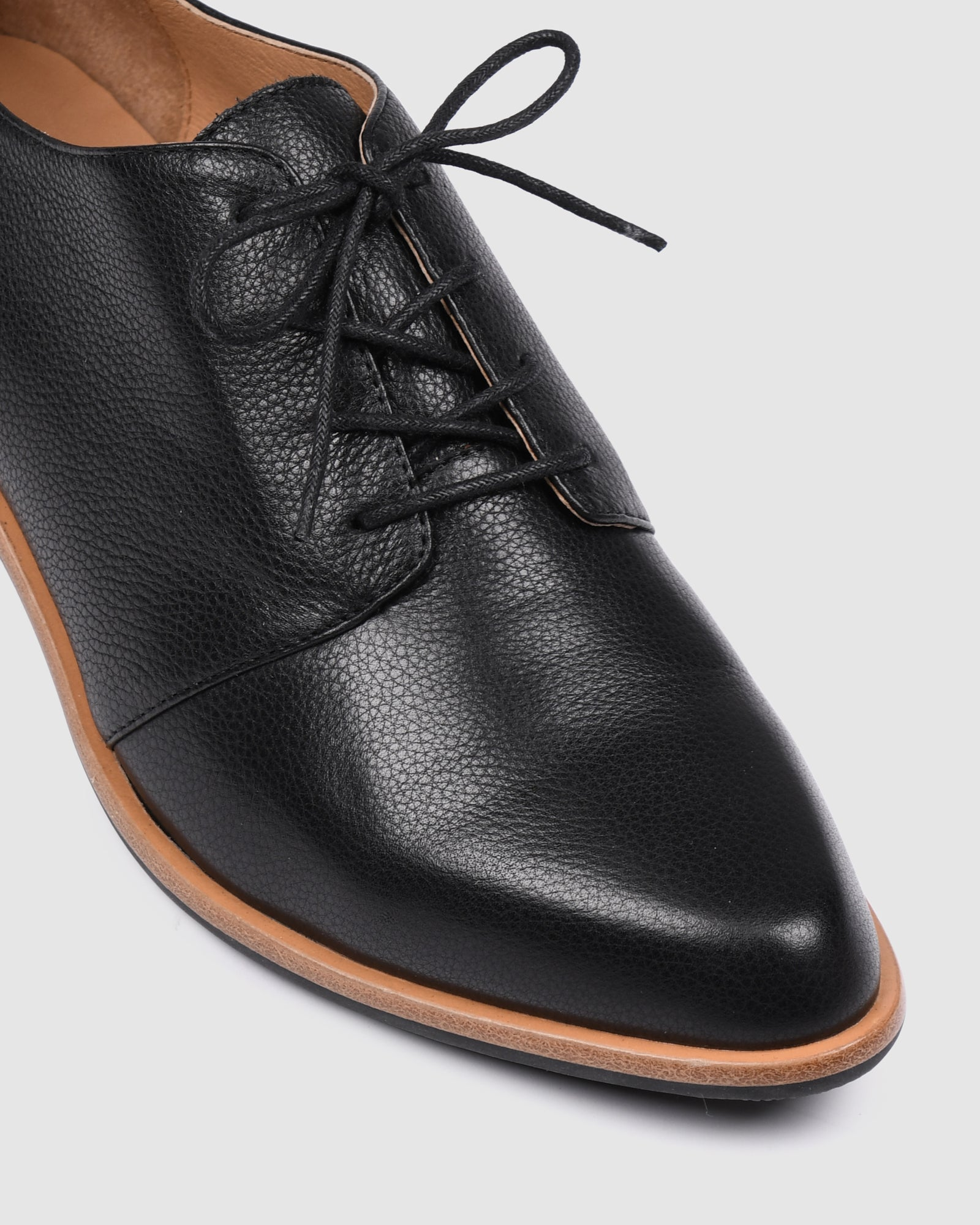 VIBE LACE UPS BLACK LEATHER