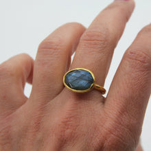 Load image into Gallery viewer, Graceful Labradorite Ring - Yalda Concept Store Persan