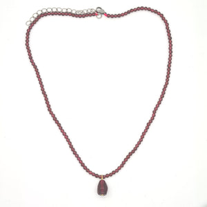 Pomegranate Necklace, Grenat Stones and Glass seeds - Yalda Concept Store Persan