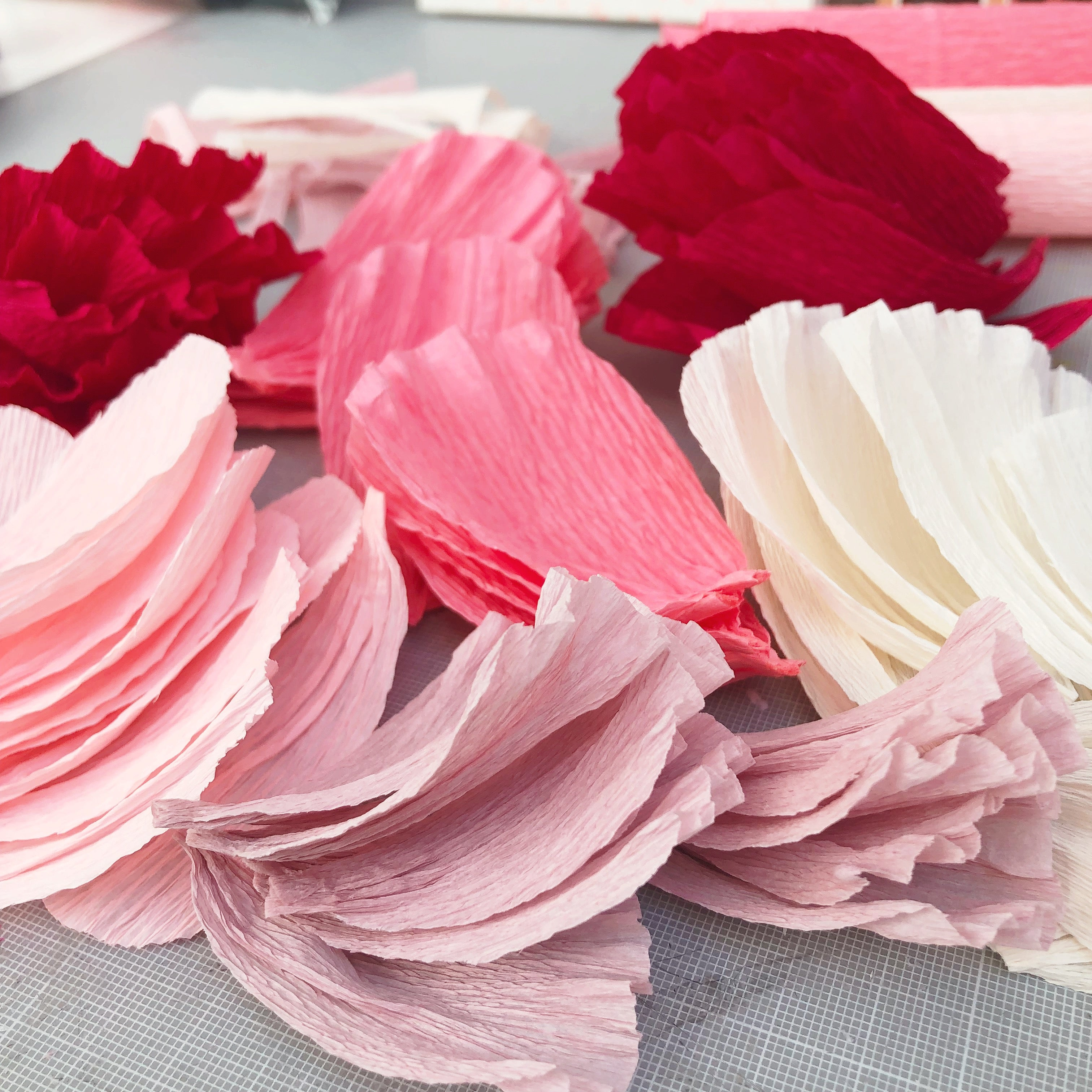 Kit for making 12 paper flowers + video tutorial - multi colourway