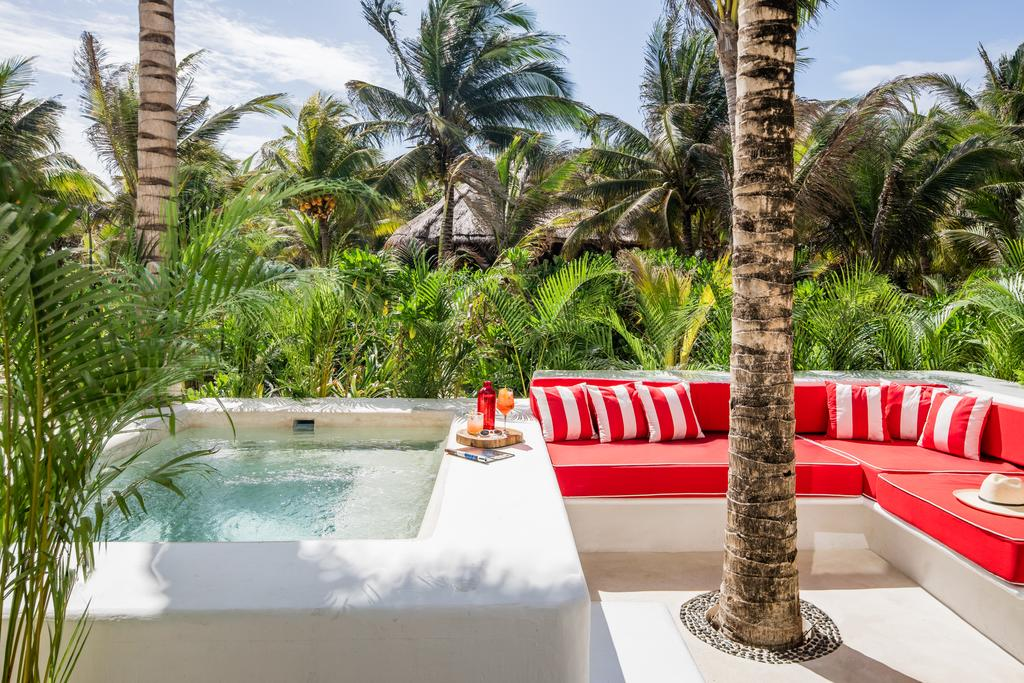 Hotel Esencia, Xpu-Ha - jacuzzi with red lounge couches, drinks, and a jungle view