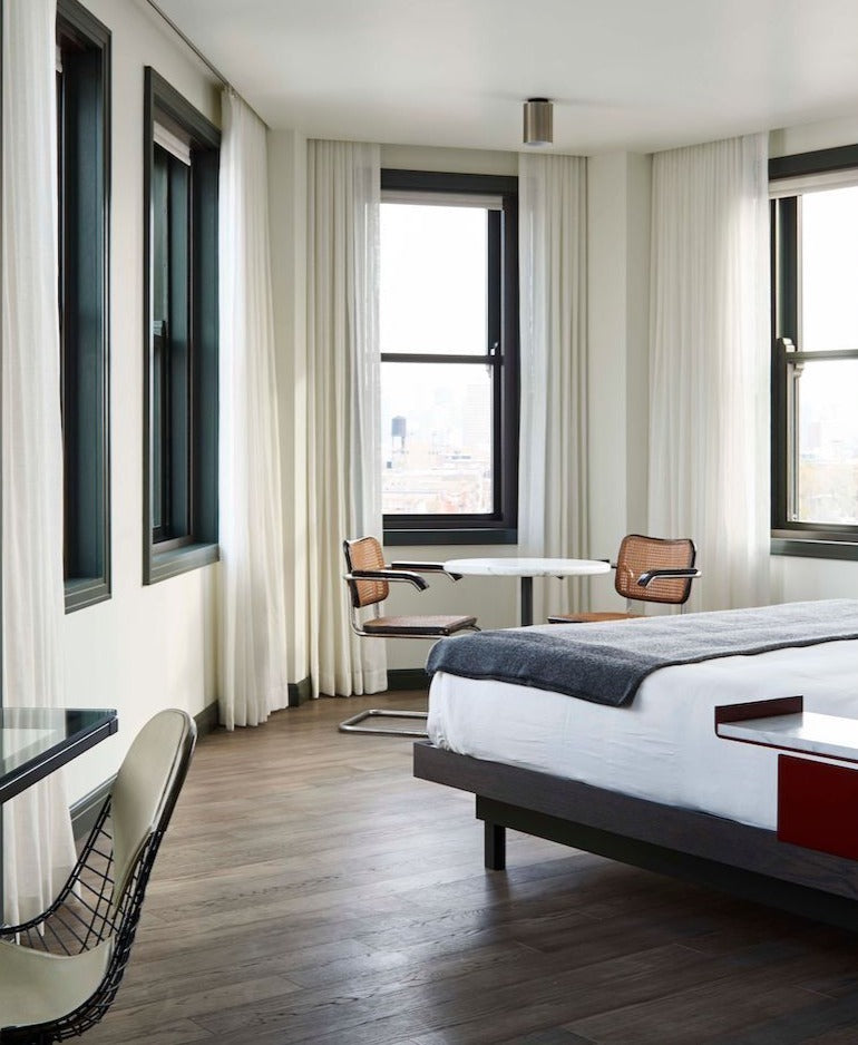 The Robey, Chicago - Panorama Suite with large windows and greyscale monochrome theme