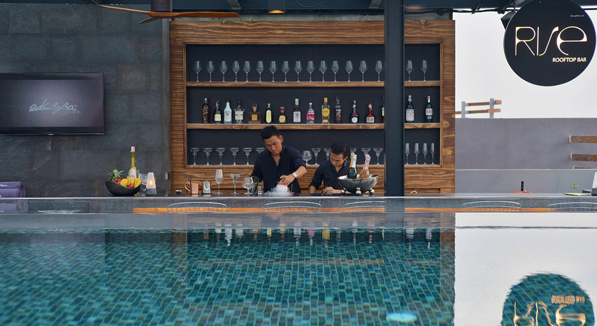 Akyra Manor, Chiang Mai - Rise Rooftop Bar with two men making drinks