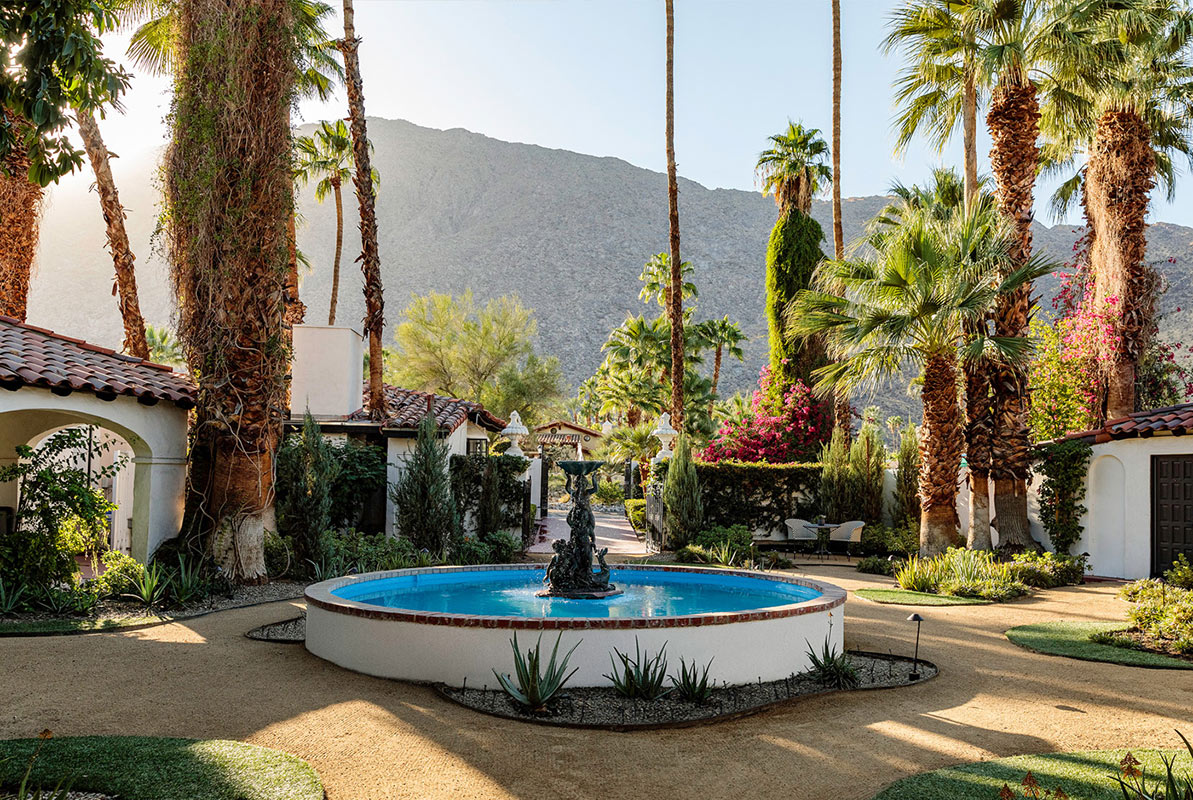 Ingleside Inn, Palm Springs - hotel courtyard with classic Californian buildings and a fountain in the center