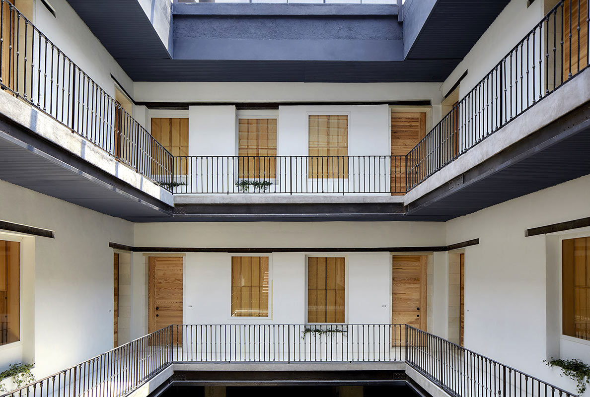 Círculo Mexicano, Mexico City - hotel courtyard with 2 balconies and doors leading to rooms