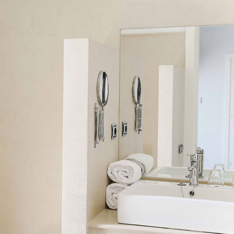 Fontecruz Sevilla Seises, Seville - all white hotel bathroom with mirror and sink