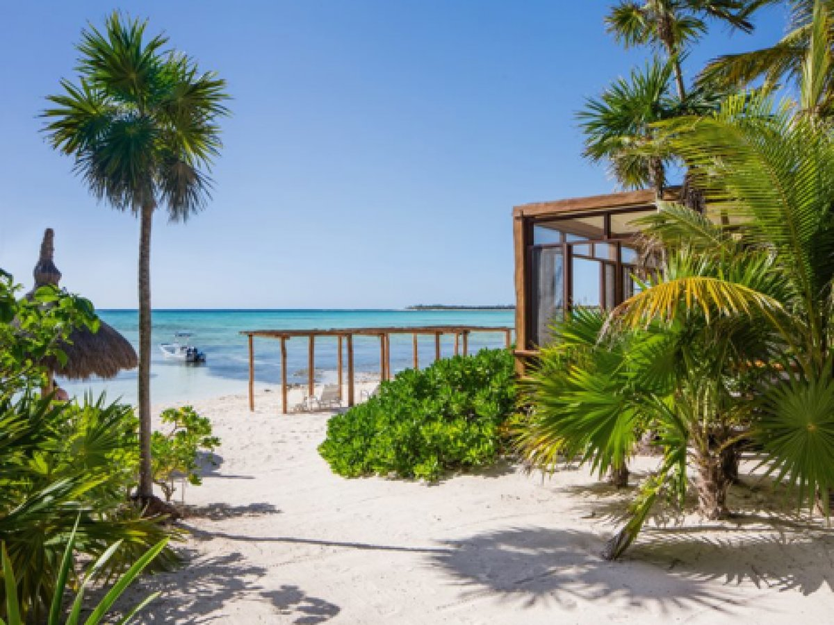 Jashita Hotel, Tulum - hotel beach with rustic wooden sun shades and access to turquoise ocean