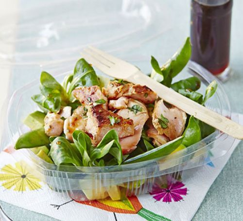 Flaked salmon salad with honey dressing